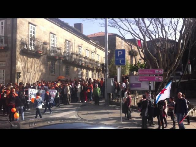 Protesta en Santiago pola imposición de horarios en residencias públicas