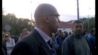 Как громили машины под посольством России в Киеве