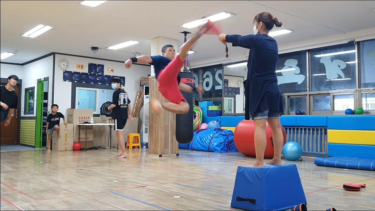 특공무술 발차기 수련!! 오픈하기 전에 몸풀기^^ Korean martial arts kicks!!
