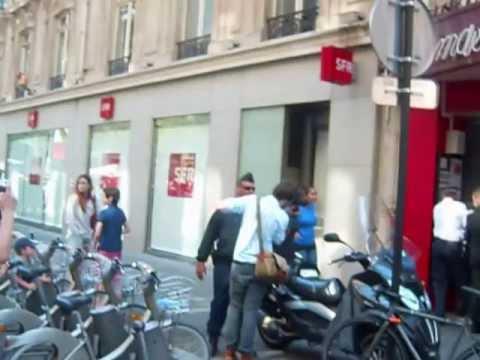 Interpellation D'un Jeune Homme Assistant Au Défilé Du 14 Juillet 2013