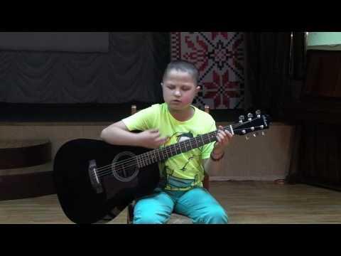 11-річний волонтер Артем Харченко, який потребує допомоги, співає \