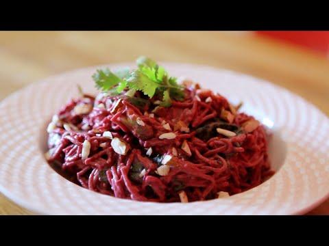 recette:-salade-de-nouilles-soba,-avocat-et-betterave-crue,-vinaigrette-crémeuse-au-citron-vert