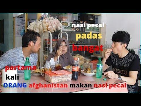 jika-makan-nasi-pecel-:-orang-aghanistan-makan-nasi-padas-di-surabaya