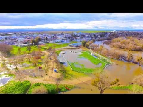 Aerial view of the San Joaquin River flooding around Firebaugh, California (2017-02-18)