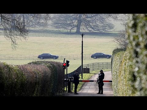 Theresa May bids to overcome Brexit divisions at Chequers hideaway