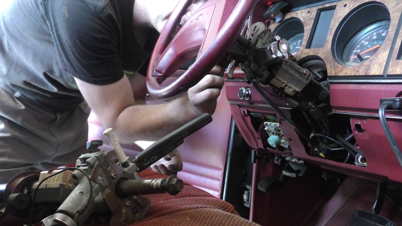 replacing the horn wiring to the steering wheel on a 1988 ford ranger [ 1280 x 720 Pixel ]