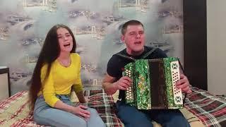Брат с сестрой отлично исполнили песню под гармонь. Любимой песню я пою.