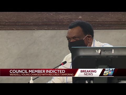 Cincinnati council member indicted for deleting texts