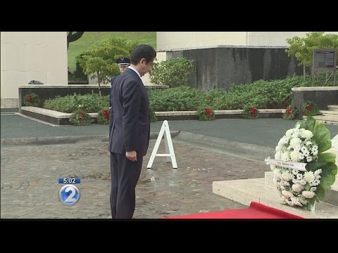Japan prime minister Abe arrives in Hawaii, visits Punchbowl