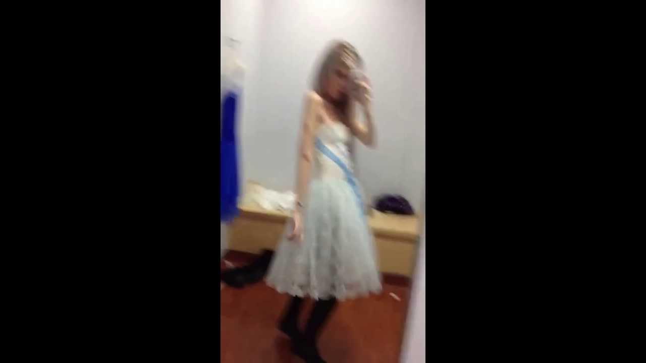 Junge Im Kleid