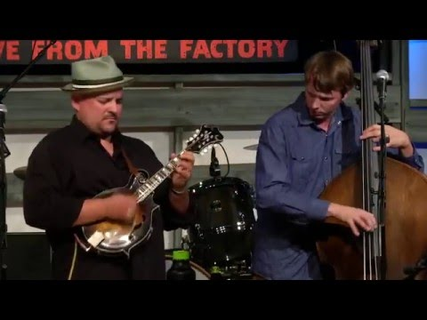 Pretty Woman - Frank Solivan and Dirty Kitchen - Music City Roots