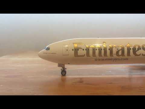 Unboxing Gemini Jets Emirates 77W