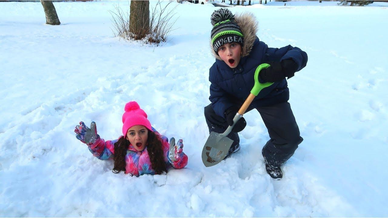 Download Heidi बाहर खेल रहे हैं और बर्फ की कहानी में फंस जाओ | Heidi & Zidane