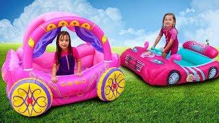 Laurinha Brincando com Brinquedo de Carruagem das Princesas Inflável !