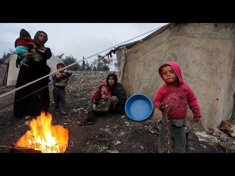 """""""الوضع بائس جدا"""".. نازحون سوريون في مخيمات مؤقتة يتحدثون  - نشر قبل 3 ساعة"""