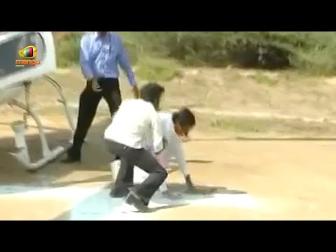 Telangana CM KCR Slips And Fell Down From Helicopter | Exclusive Visuals | Mango News