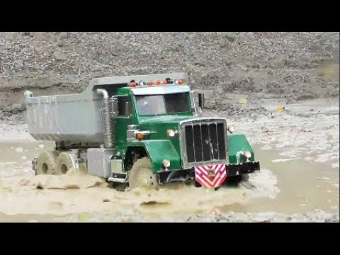 RC CONSTRUCTION MACHINES AT THE REAL CONSTRUCTION! AMAZING & COO RC VEHICLES WORK IN THE MUD!