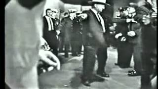 Jack Ruby assassine Lee Harvey Oswald en direct
