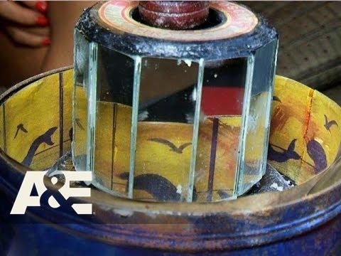 Storage Wars: Rene's Praxinoscope (Season 7, Episode 8) | A&E