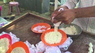 Amazing Kitchen tool showcased by talented Street Vendor | Indian Snacks maker