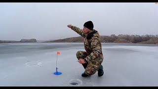 видео Зимняя рыбалка | Рыбалка со льда Ловля рыбы из подо льда в Экстремальных условиях