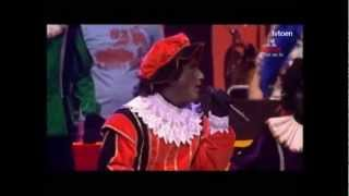 kom van dat dak af Zwarte Piet