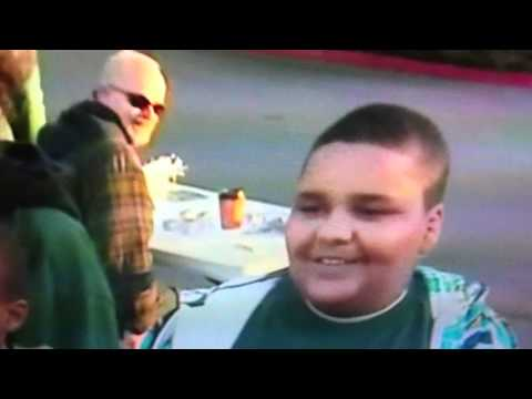 Fat KId makes a confession on live T.V.Hotdogs!! I LOVE HOT DOGS!