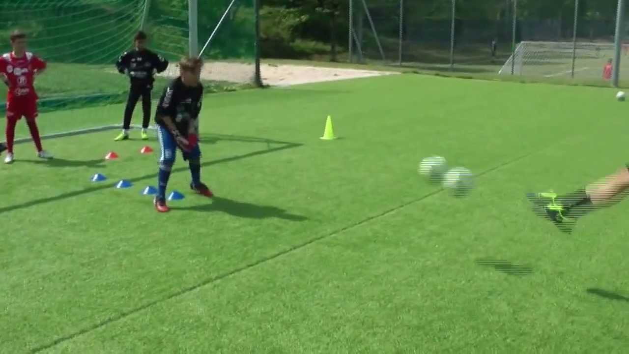 Coach Football Amazing youth goalkeeper training soccer - YouTube d37bbae213