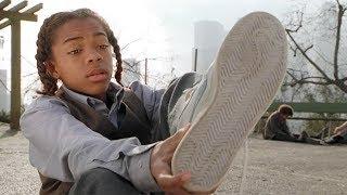 【穷电影】小男孩发现一双奇怪的鞋子,穿上它后,竟拥有了这种能力和天赋