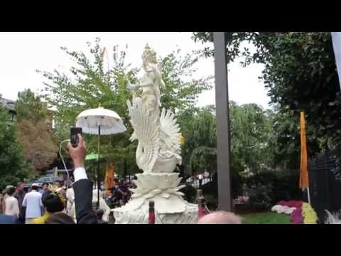 Indonesian President at Saraswati statue inauguration