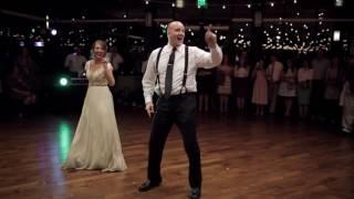 El baile de esta novia y su padre da un giro inesperado.