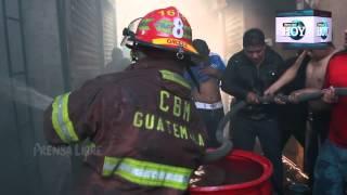 Incendio consume más de mil locales en mercado La Terminal, zona 4 capitalina
