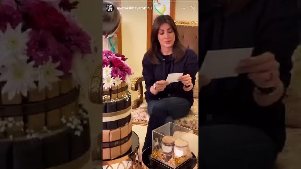 Kya Mehwish Hayat ko kisi ny shadi ki peshkash kar di hai? Social Media par nayi behas chir gai