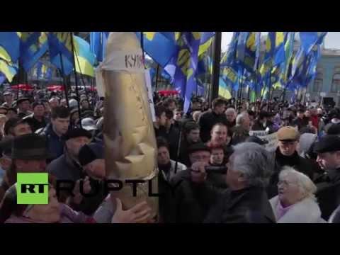 Ukraine: Hundreds demand Yatsenyuk's resignation outside Rada