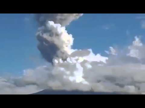 raw Philippine Volcano Spews Rocks-5 Climbers dead|4 foreigners, 1 tour guide