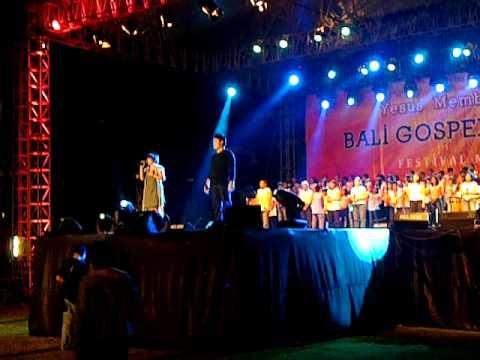 the prayer ray and tesa @  bali gospel festival Mp3