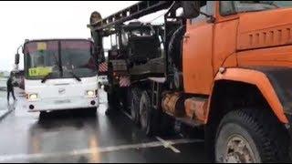 В микрорайоне Молодежный большегруз столкнулся с автобусом