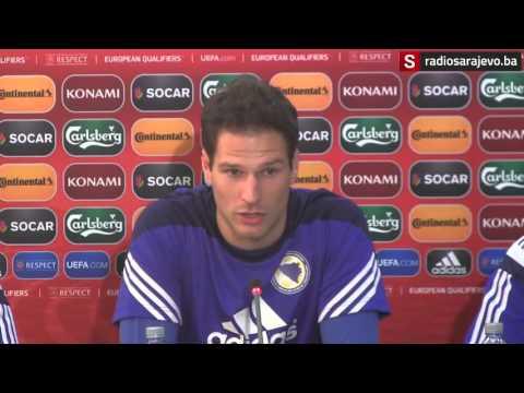 Asmir Begović uoči utakmice sa Kiprom