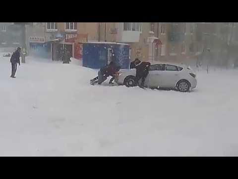Снег кружится летает, летает... в Краснотурьинске