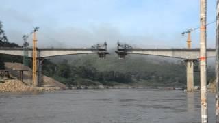 メコン川に建設中の橋 パークベン~フアイサーイ間