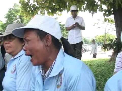Boeng Kak Lake residents protested in front of Prime Minister Hun Sen's house.