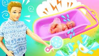 Кен в шоке! —Куклы Барби иТереза сделали изКена воспитателя! — Новое видео скуклами