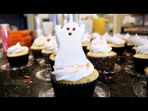 OVER 200 HALLOWEEN CUPCAKES // BAKE SALE IDEAS // SPEED BAKING