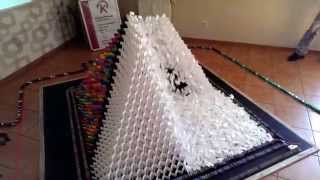 Guinness World Record - 3D Pyramid (28x28) 15022 Dominoes