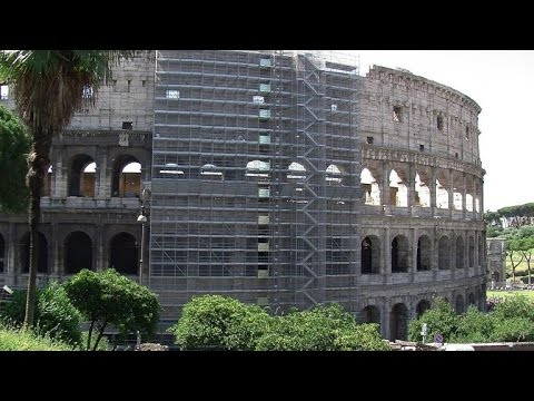 Tourists disappointed to find Rome attractions under restoration
