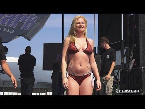 auto zeigt bikini-wettbewerb