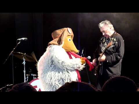 The Wombles ( part 2 ) with Chris Spedding. - The Wombling Twist, Glastonbury 2011