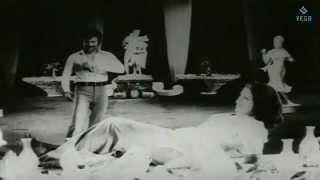 Madhanorchavam Rathiyodu Thaan Rathideviyo Uyiroduthaan