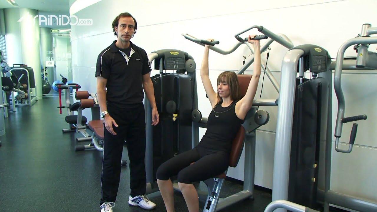 Press de hombro en m quina youtube for Maquinas de ejercicios