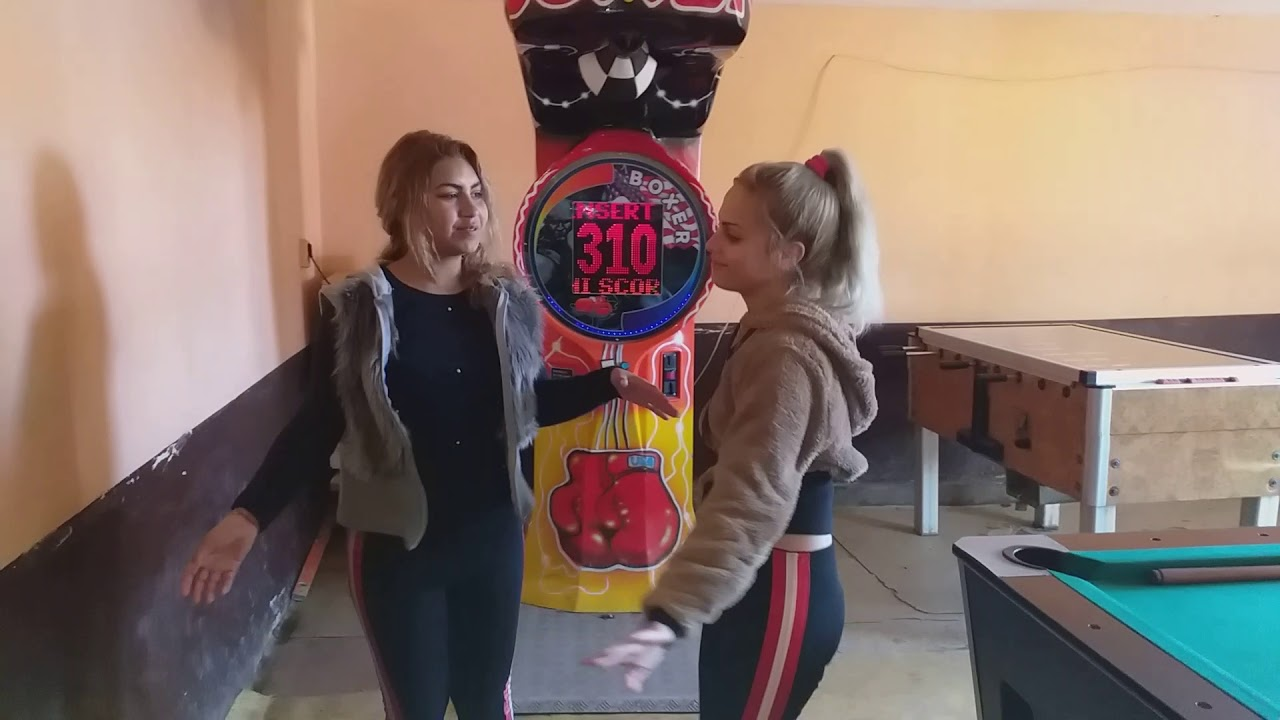 (VIDEO) - Град Стралджа как играят кючек!